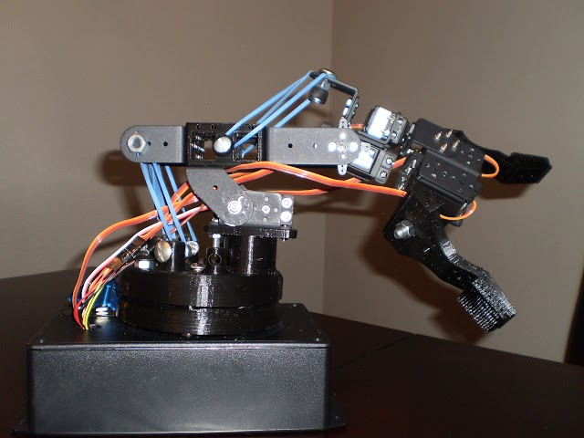 The Arduino robotic arm controlled by Xbox 360 Wireless controller